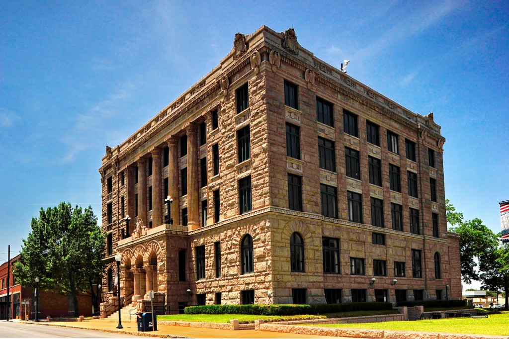 Lamar_County_Courthouse_Paris_Corner-View_EXC_RAW6654-X2